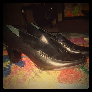 Franco Sarto black leather pumps